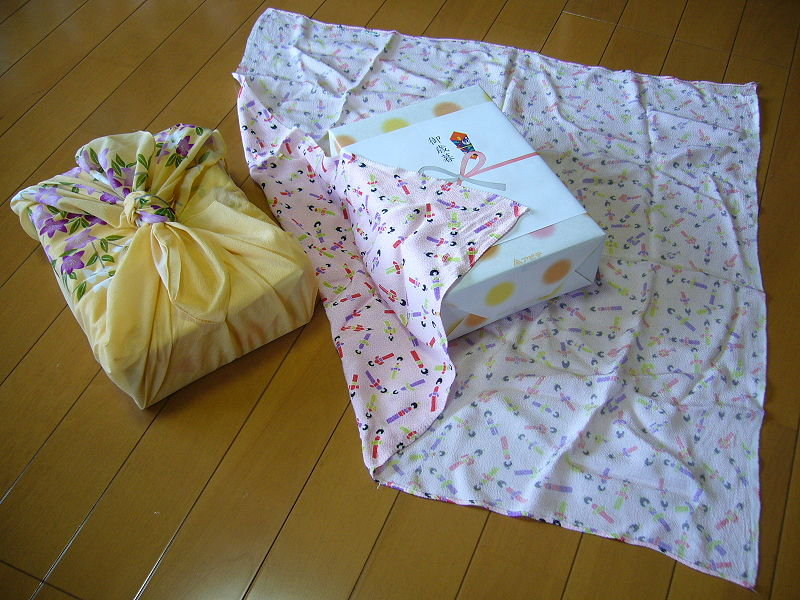 A Personalized And Eco Friendly Way To Wrap Baby Gifts